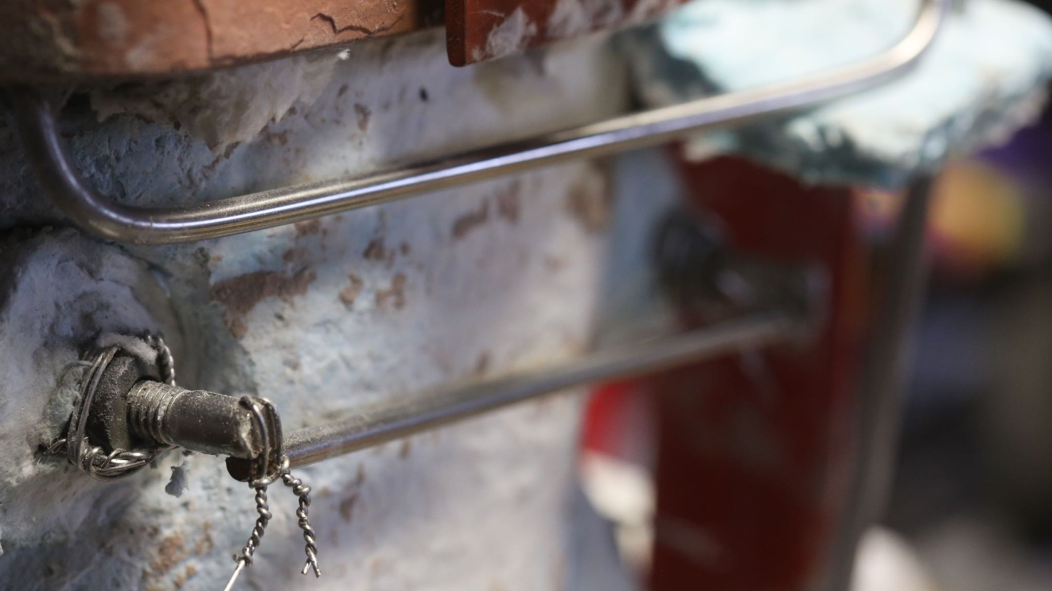 """We used 0.1875"""" (6-gauge) or larger stainless steel rod for all the wiring."""